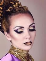 retrato de mulher bonita no estilo egípcio foto