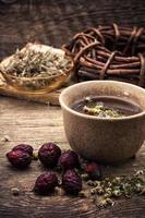 chá de ervas medicinais foto