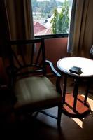 mesa com cadeira interior foto