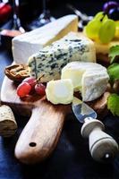 vinho, uva e queijo foto