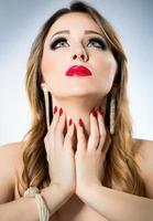 maquiagem glamour - mulher de estilo luxuoso foto