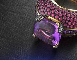 diamante brilhante de forma redonda. fundo de joias