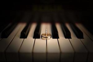 anéis no piano