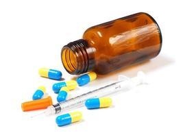 seringa de insulina e comprimidos foto