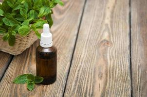 óleo essencial de menta foto
