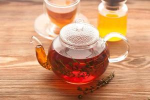 chá de ervas com tomilho e mel. horizontal foto