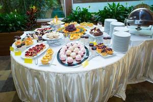 decoração de mesa de alimentação para catering foto