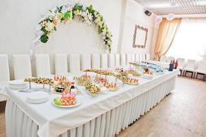 comida na recepção do casamento foto
