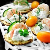 canapés de frutos do mar foto