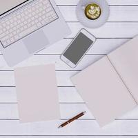 espaço de trabalho rosa foto