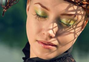 retrato de senhora de beleza com estilo luxuoso foto