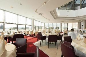 interior brilhante do restaurante