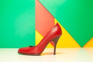 sapatos de salto alto vermelhos