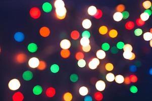 luzes desfocadas da cidade à noite