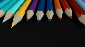 lápis coloridos em fundo preto foto