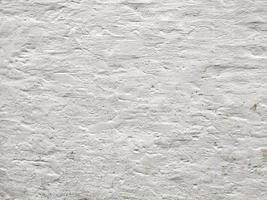 parede rústica pintada de branco foto