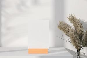 maquete de cartão comemorativo em suporte de madeira