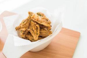 vista de cima de asas de frango frito