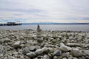 pedras no lago constance foto