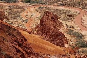 formações de pedra no parque nacional tsingy rouge foto