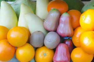 colheita de frutas frescas foto