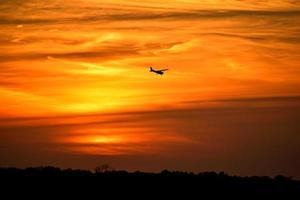 silhueta de um avião