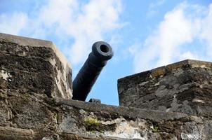 canhão na fortaleza foto