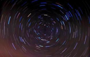 trilhas circulares de estrelas.