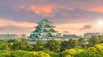 Castelo de Nagoya com horizonte no Japão