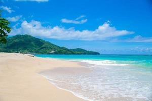 praia de verão ensolarado foto