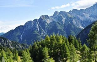 picos das montanhas na Eslovênia foto