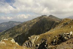 paisagem de montanha rochosa