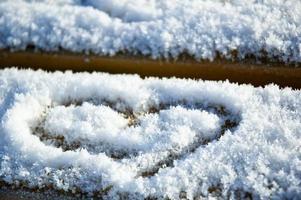 um coração na neve