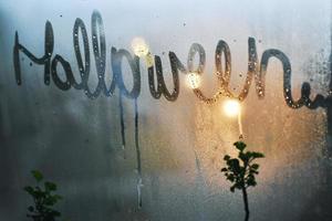 névoa janela de halloween