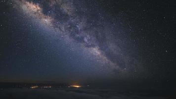 noite estrelada no Havaí.