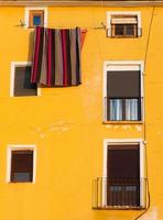 tapume espanhol amarelo foto