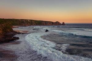 ondas do mar quebrando