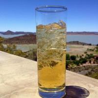 bebida em um copo transparente
