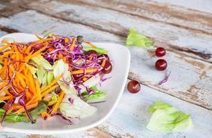 tigela de salada de vegetais foto