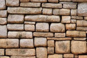 parede de pedra marrom