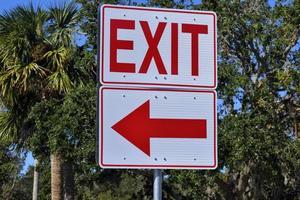sinal de saída vermelho