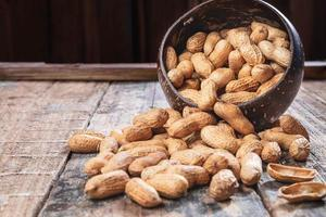 amendoim em uma tigela foto