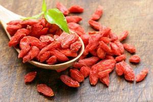 bagas vermelhas secas de goji para uma dieta saudável foto