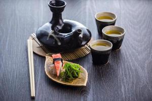 jogo de chá e sushi foto