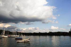 barcos no lago-2 foto