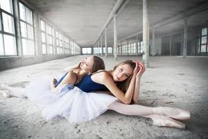 irmãs gêmeas bailarinas foto
