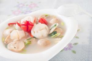 sopa picante estilo tailandês, tom yum
