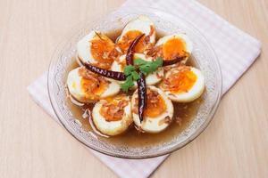 ovo com molho de tamarindo