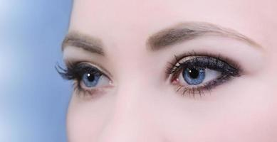 olhos de mulher foto