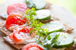 sanduíches brilhantes. pão de centeio finlandês foto